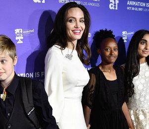 Карате, пианино и чтение: что еще входит в плотный график детей Анджелины Джоли?