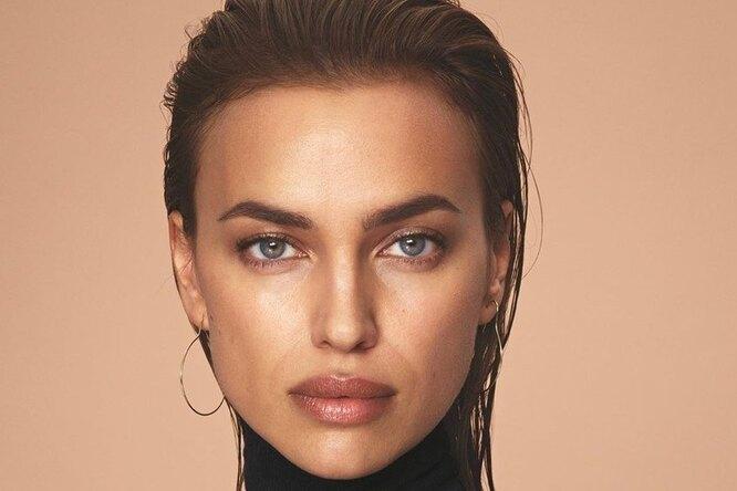 Ирина Шейк впикантном образе а-ля натюрель появилась напримерке Versace