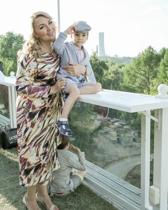 Надежда Ангарская с сыном