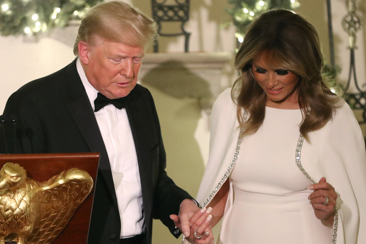 На себе неэкономит! Мелания Трамп вышла всвет вбаснословно дорогом платье