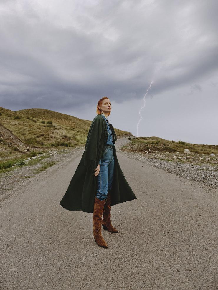 Рубашка иджинсы KLSH,  пальто Elisabetta Franchi, сапоги Vero Cuoio