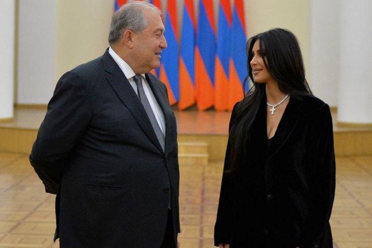 Ким Кардашьян поужинала спрезидентом Армении после принятия крещения