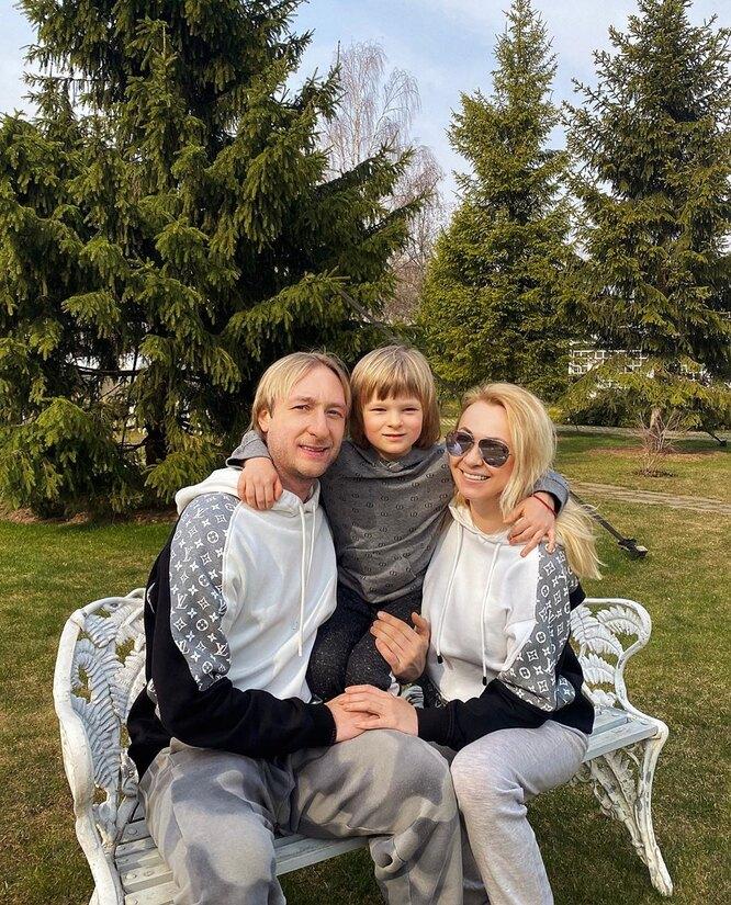 Яна Рудковская и Евгений Плющенко c сыном