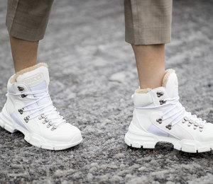 10 пар зимних сапог на низком каблуке, которые заменят вам угги