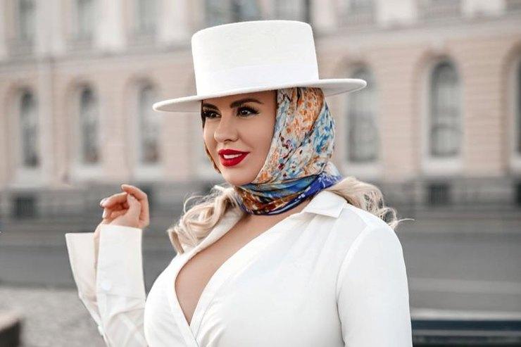 Анна Семенович призвала россиян молиться оздоровье Анастасии Заворотнюк