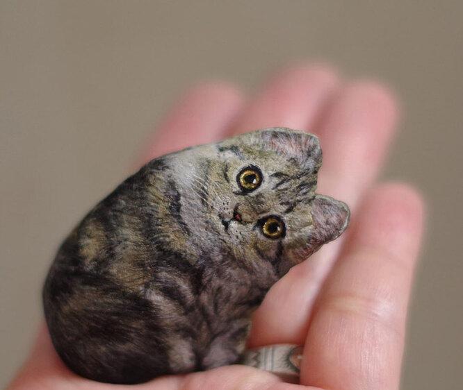 Кот из камушка