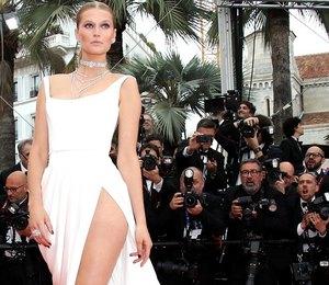 Топ-модель Тони Гаррн очаровала гостей Канн в платье Ulyana Sergeenko