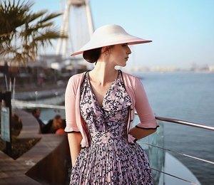 Платье вцветок икардиган: примеряем культовое сочетание 50-х
