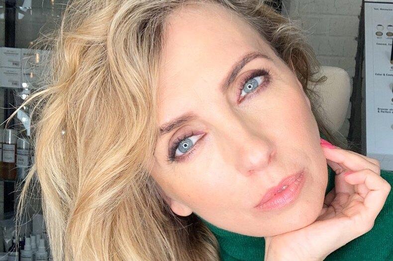 51-летняя Светлана Бондарчук подчеркнула безупречные ноги платьем ссамым смелым разрезом