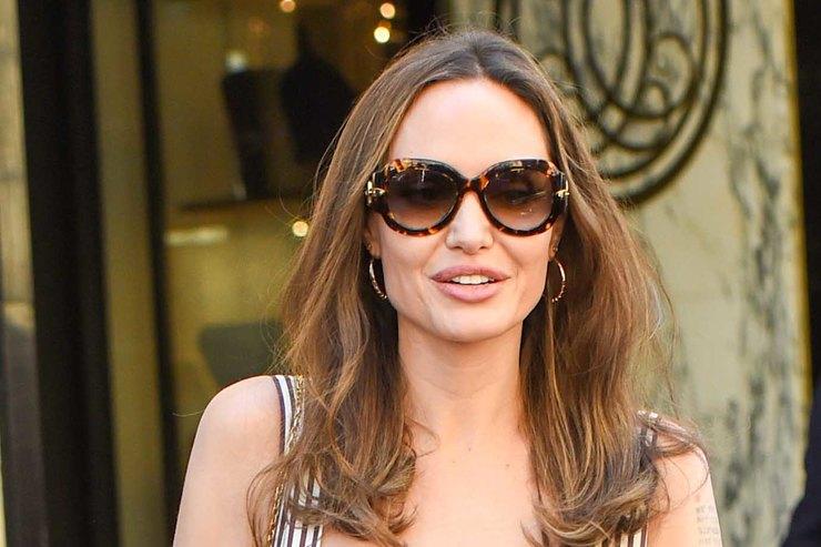 Анджелина Джоли иее дочь приобрели зайчонка
