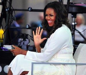 Это вау: Мишель Обама произвела фурор в сияющих сапогах Balenciaga