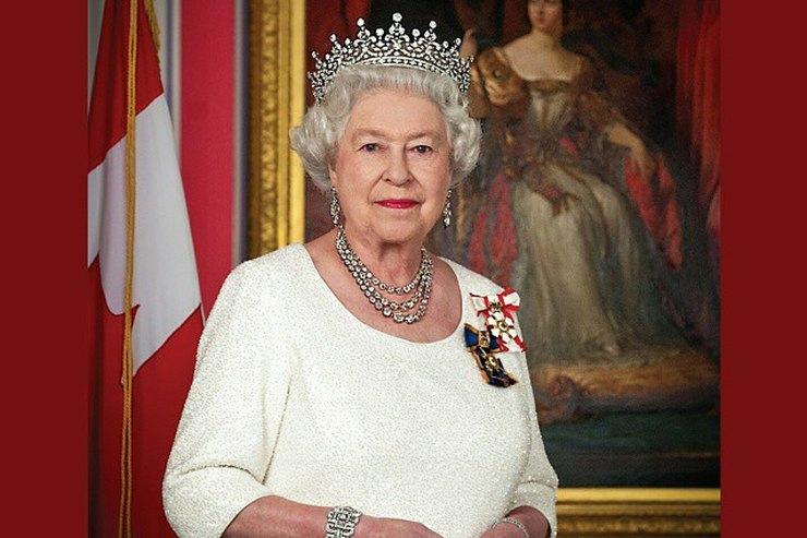 Модные причуды королевы Елизаветы II, окоторых никто незнает