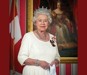 Модные причуды королевы Елизаветы II, о которых никто не знает