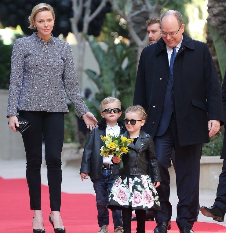 принцесса Шарлин ипринц Альберт со своими детьми, Жаком иГабриэлль