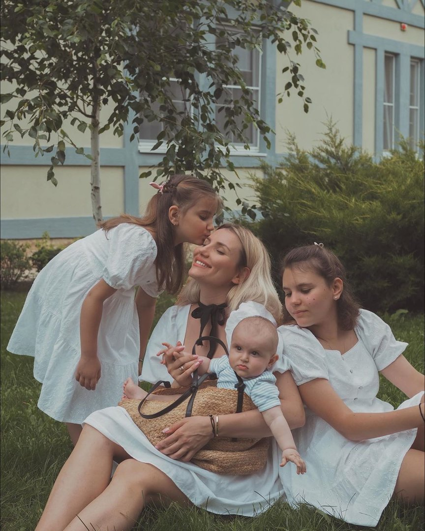 Наталья Карпова сдетьми