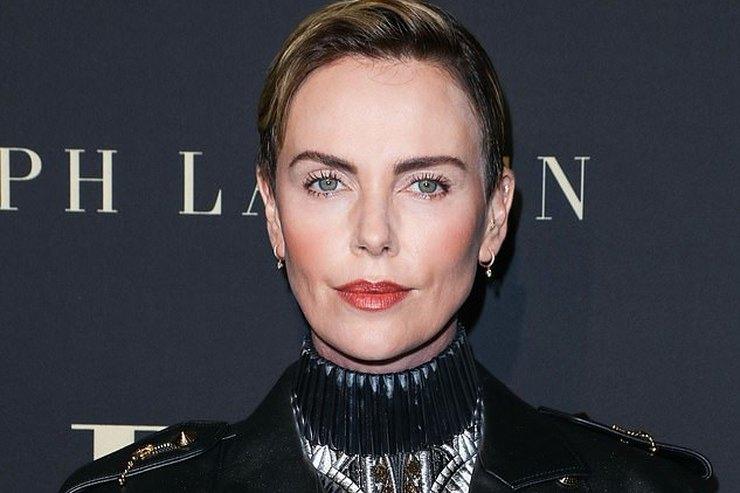 Матрешка: Шарлиз Терон сделала слишком насыщенный макияж