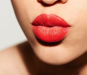 Сочный цвет ибезупречный финиш — лучшие жидкие помады длягуб