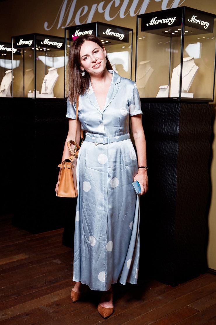 Оксана Лаврентьева всерьгах Mercury изколлекции Classic избелого золота сбриллиантами