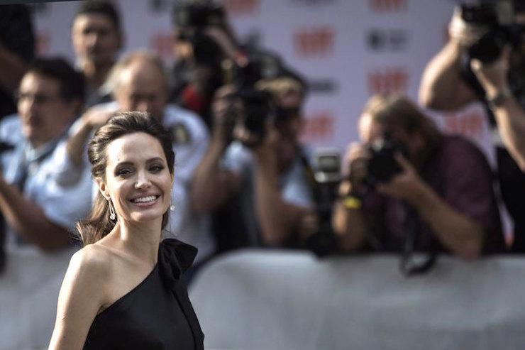 «Мама сводила концы сконцами»: Анджелина Джоли отом, почему стала актрисой