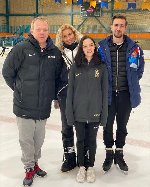 Евгения Медведева с тренерским составом