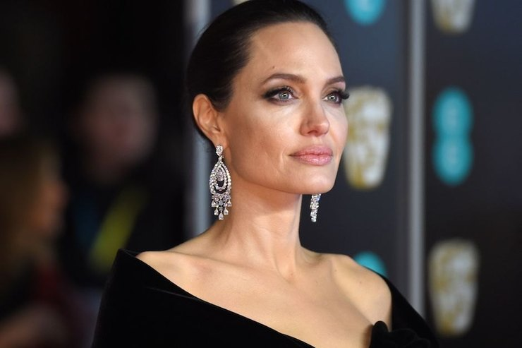 Анджелина Джоли все ещё верит, что сможет рассорить детей сотцом