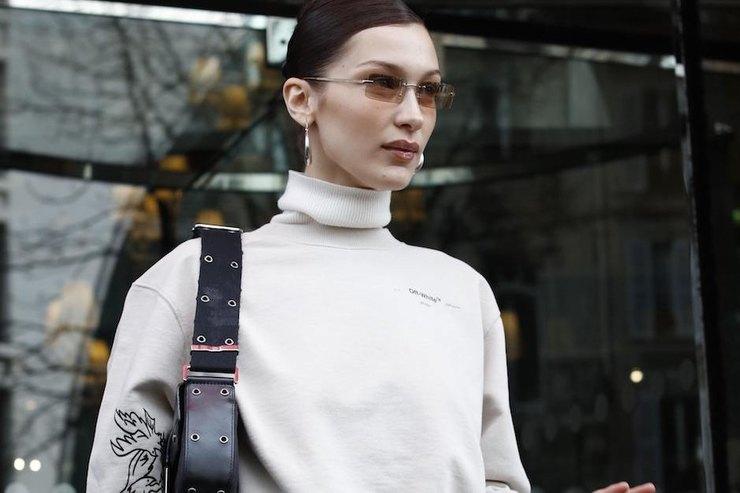 Белла Хадид вышла наулицы Парижа втолстовке Off-White ишироких брюках