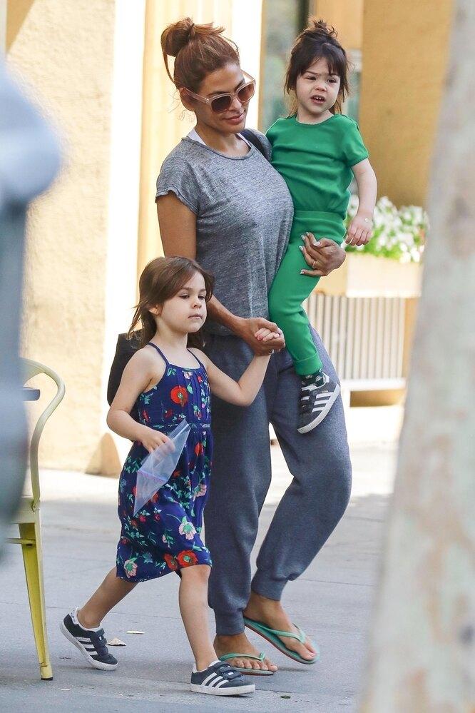 Ева Мендес с дочками