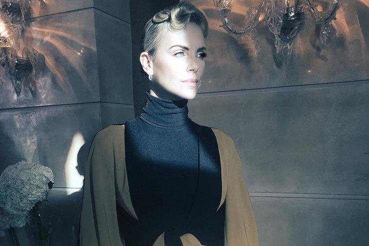 Шарлиз Терон,Кэти Холмс идругие: одеваемся ввикторианском стиле как звезды