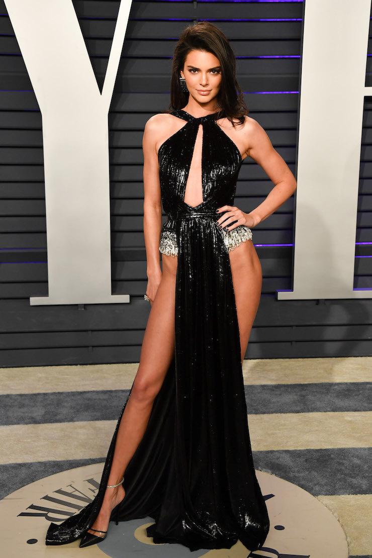112305ccda6 Кендалл Дженнер без белья появилась на вечеринке Vanity Fair ...