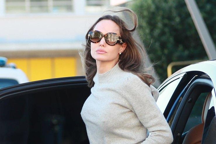 Анджелину Джоли заметили сновым мужчиной