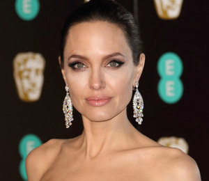 Обнаженная Анджелина Джоли снялась в соблазнительном видео для Guerlain