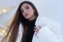 «Главное, чтобы никто невлюбился»: Дина Саева одружбе спарнями, откровенных фото вИнстаграме иотношениях смладшими сестрами