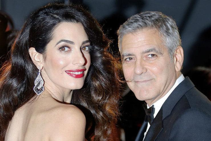 Жена Джорджа Клуни оконфузилась из-за туфель нашпильке