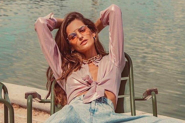 Изабель Гулар вколоритном образе из90-х отдохнула вПариже