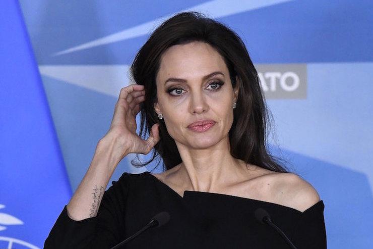 Анджелина Джоли готова бежать вЛондон, потому что Брэд Питт давит нанее
