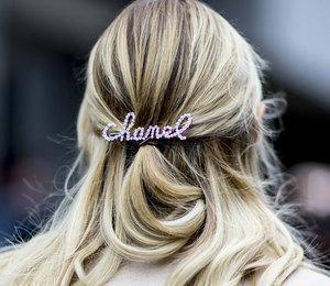 15 аксессуаров для волос, которые выйдут из моды уже этой зимой