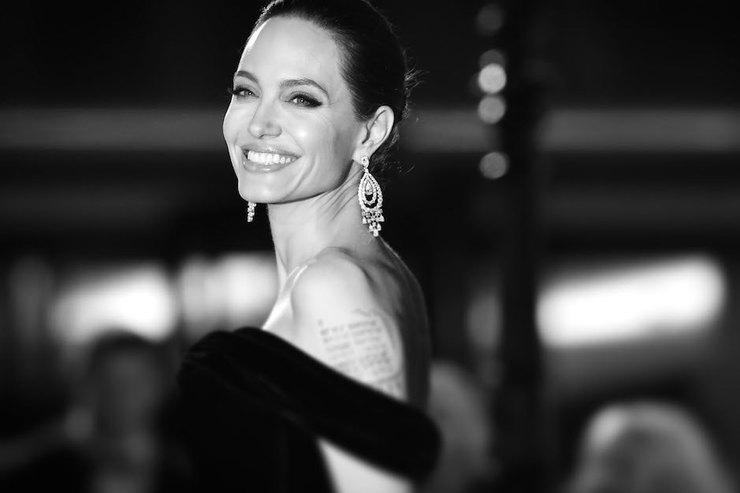 «Не думала, что уменя будут дети»: 7 цитат Анджелины Джоли оматеринстве