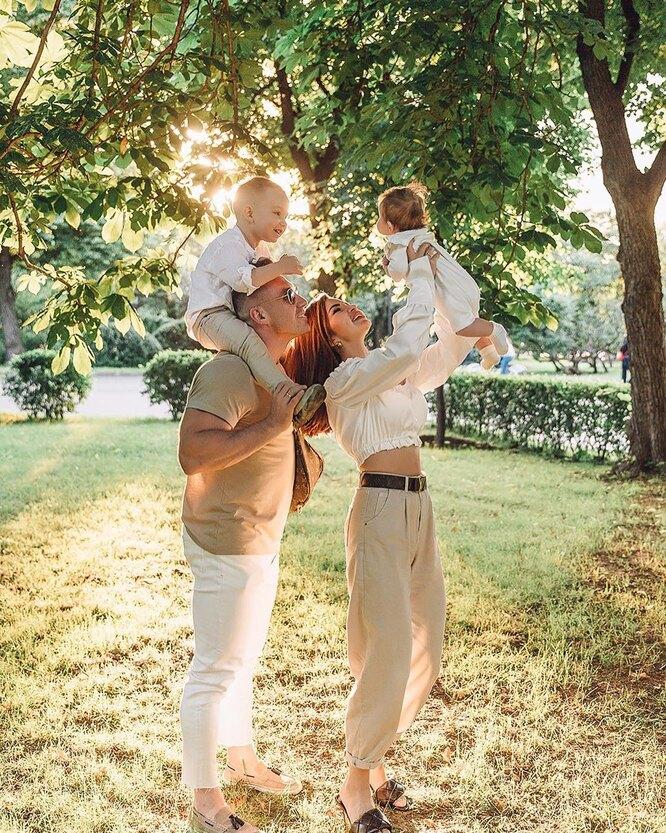 Надежда Серова с семьей