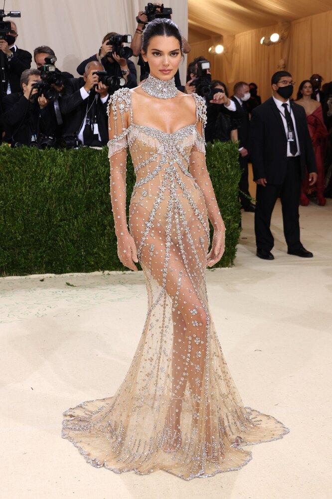 Кендалл Дженнер (в Givenchy) на Met Gala 2021