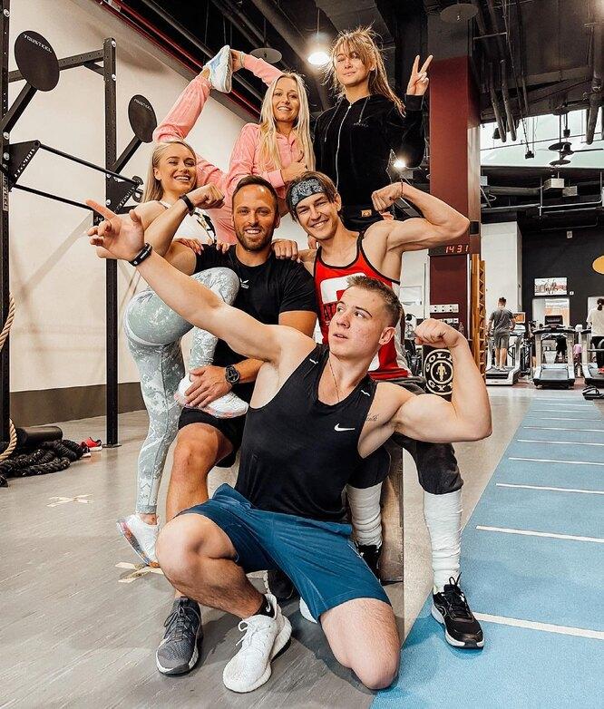 Алексей Столяров с командой