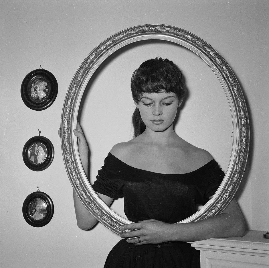 Брижит Бардо, 1954 год