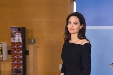 Папарацци «поймали» Анджелину Джоли насвидании сбывшим мужем