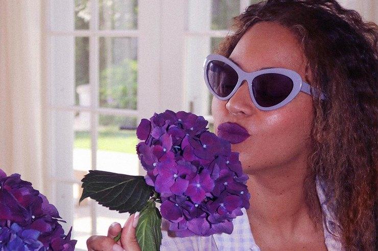 Бейонсе предложила интересное сочетание фиолетового исиреневого