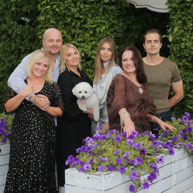 София Ротару с семьей