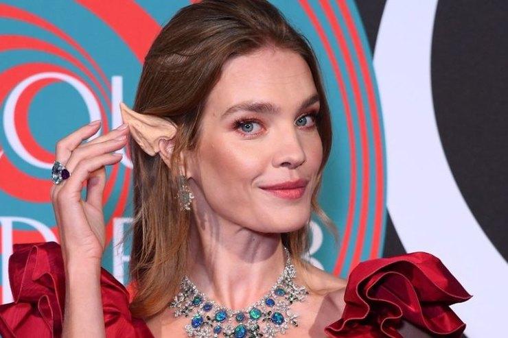 Наталья Водянова вобразе королевы эльфов стала звездой бала