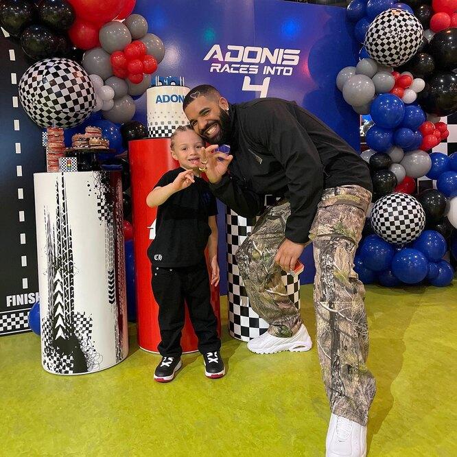 Дрейк с сыном Адонисом
