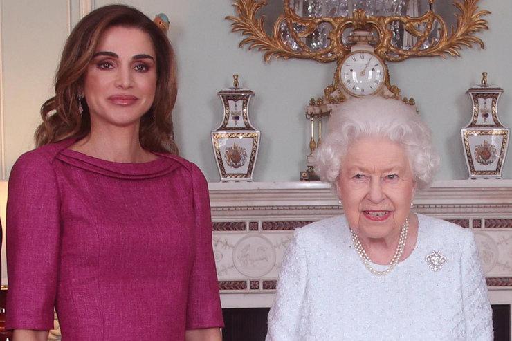 Королева Рания влавандовых лодочках встретилась сЕлизаветой II