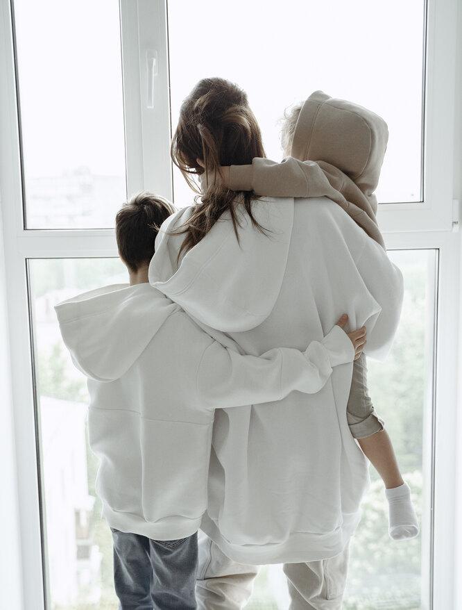 Айза Долматова с детьми