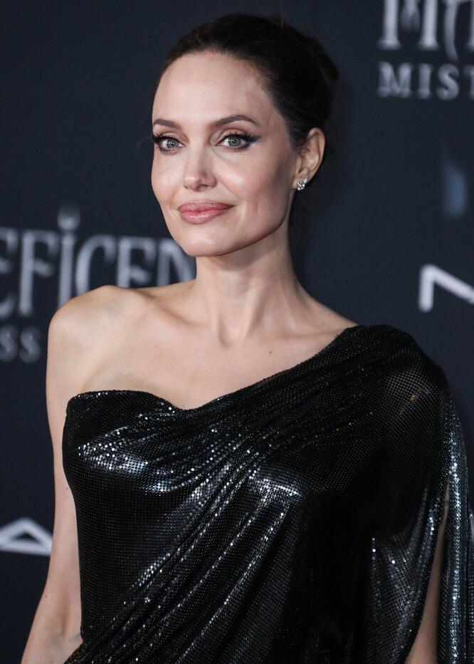 Анджелина Джоли на премьере второй части «Малефисенты» 2019 год