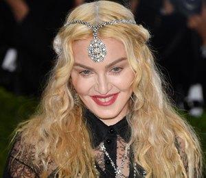 Мадонна, Дрю Бэрримор идругие звезды сжелтыми зубами